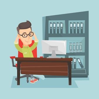 Het tevreden zakenman ontspannen in bureau.