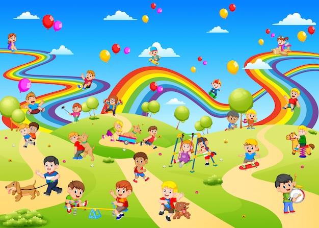 Het uitzicht op de speeltuin vol met kinderen erop