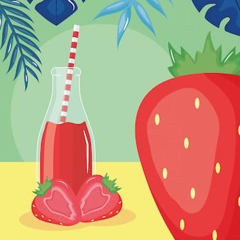 Het verse fruit van het aardbeiensap in botttle met stro doorbladert binnen palmen