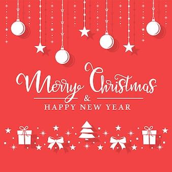 Het witte speelgoed van kerstmis hangt aan een touw op een rode achtergrond.