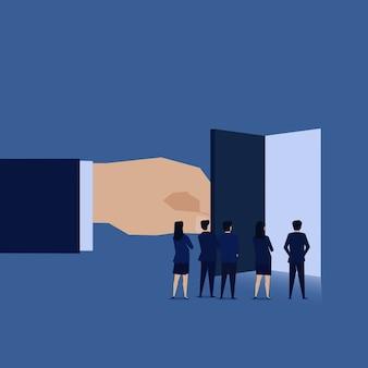 Het zakenmanteam ziet open deur grote kans.