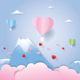 Hete luchtballon die boven de berg in document besnoeiing vliegt