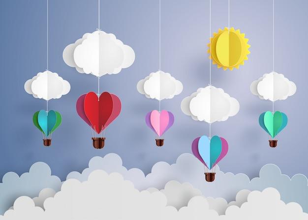 Hete luchtballon in een hartvorm.
