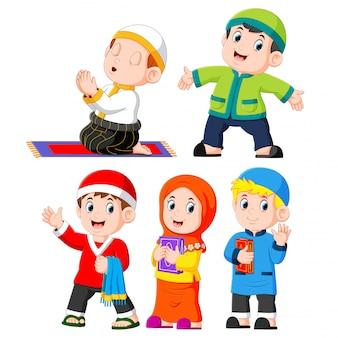 Hij verschillende dagelijkse activiteiten die de kinderen gewoonlijk doen