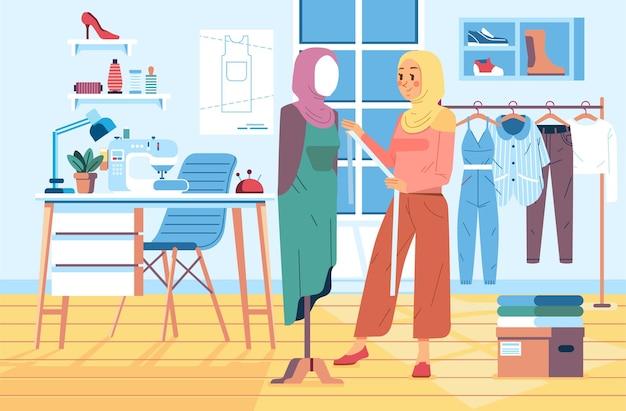 Hijabvrouw die een jurk meet in de klerenbuste