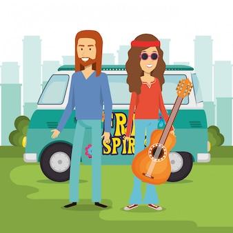 Hippiepaar met een gitaar en een busje