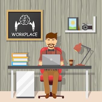 Hipster op werkplekontwerp met vrolijke man achter bureau en schoolbord op textuur grijze muur