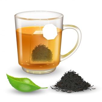 Hoge gedetailleerde illustratie van transparante beker met zwarte of groene thee geïsoleerd op transparante achtergrond. plat rechthoekig theezakje in beker met label. realistisch groen theeblad.