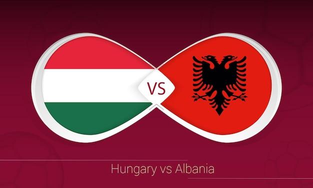 Hongarije vs albanië in voetbalcompetitie, groep i. versus pictogram op voetbal achtergrond.