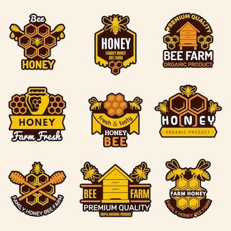Honing logo. bijenstal badges bijen borden voor biologische gezonde natuurvoeding vector sjablonen. biologische natuurvoeding, gezonde honingraatillustratie
