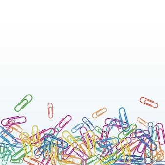 Hoop van realistische kleurrijke paperclips geïsoleerd op wit