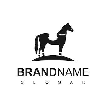 Horse club-logo met paardenrennensymbool
