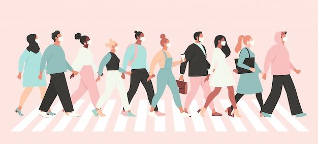 Houd sociale afstand coronavirus, mensen in wit medisch gezichtsmasker die over straat lopen.