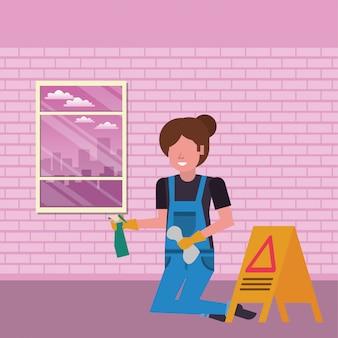 Housekepping vrouwenarbeider met plonsfles