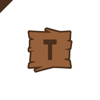 Houten alfabet of doopvontblokken met brief t op houten textuurgebied met overzicht.