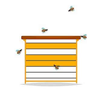 Houten bijenkorf op witte achtergrond.