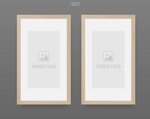 Houten fotolijst of afbeeldingsframe op grijze achtergrond