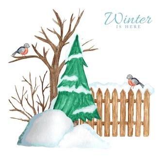 Houten hek in de winter met sneeuw, kerstboom en goudvink vogel paar en sneeuwlaag.