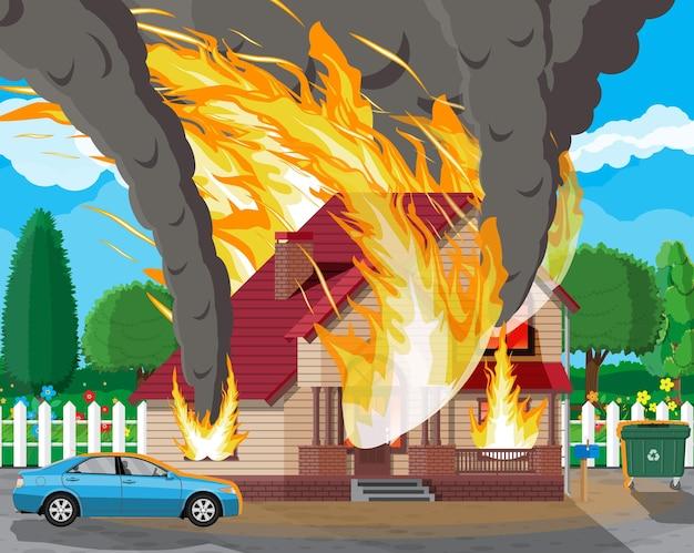 Houten huis brandt. brand in huisje. oranje vlammen in ramen, zwarte rook met vonken. inboedelverzekering. natuur landschap. natuurramp concept. illustratie in vlakke stijl