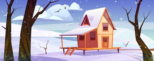 Houten huis in bergen in de winter