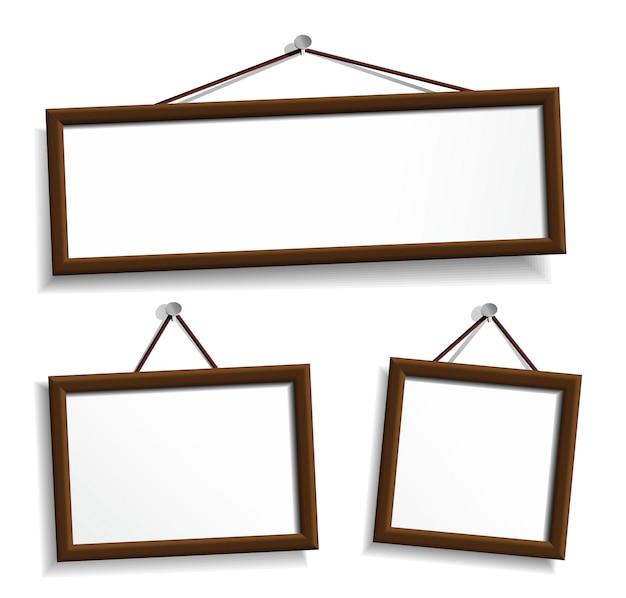 Houten lijsten die op spijkers hangen. elementen op wit.