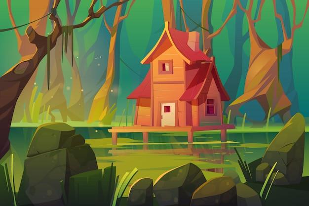 Houten mystiek paalhuis boven moeras in bos