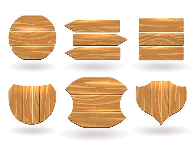 Houten planken in verschillende vormen. platform samengesteld uit planken en spijkers.