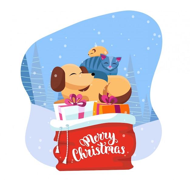 Huisdieren slapen comfortabel op rode kerstman tas met kerstcadeaus in besneeuwde bossen.