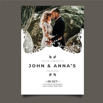 Huwelijkskaart met foto van bruidegom en bruid
