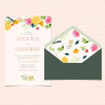Huwelijksuitnodiging en envelop met waterverf bloemenachtergrond