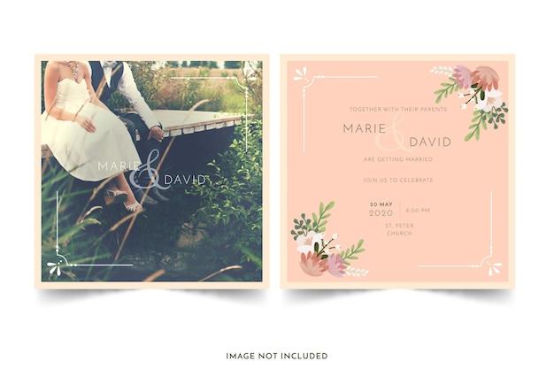 Huwelijksuitnodiging met bloemen wordt geplaatst die