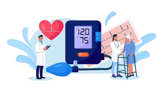 Hypotensie, hypertensieziekte. kleine cardioloog die hoge bloeddruk meet met tonometer. arts die oudere patiënt raadpleegt over cardiologische ziekte medisch onderzoek, cardiologiecontrole