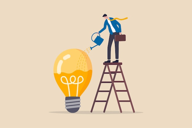 Idee-ontwikkeling, vaardigheidsverbetering of carrièregroei concept, slimme zakenman op ladder water geven om vloeistof in idee gloeilamp in te vullen
