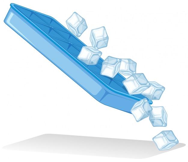 Ijsblokjes van ijsdienblad op wit