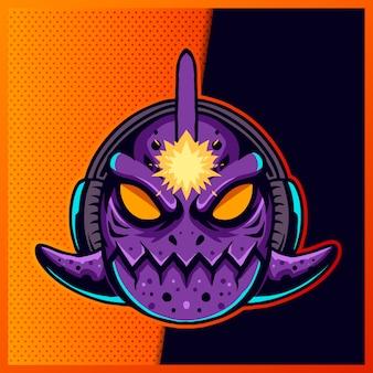 Illustratie van cute piranha fish blue purple met een hoofdtelefoon en een groot oog op de paarse achtergrond. handgetekende illustratie voor mascotte sport logo
