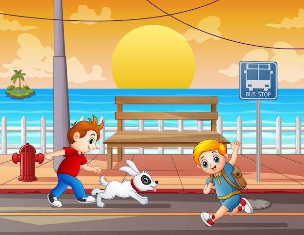Illustratie van de kinderen die op straat rennen