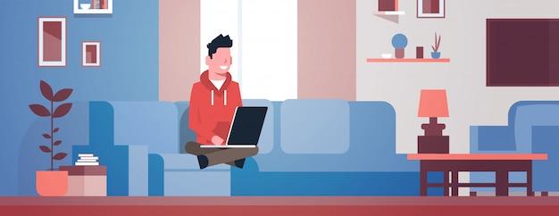 Illustratie van een man die werkt vanuit huis