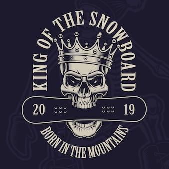 Illustratie van een schedel in kroon met een snowboard op de donkere achtergrond.