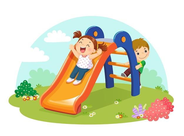 Illustratie van schattige kinderen plezier op dia in speelplaats