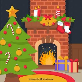 In huis met open haard en de kerstboom