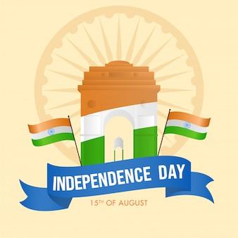 Independence day-tekst met indiase vlaggen en driekleurige india gate-luifel op lichtgele achtergrond.