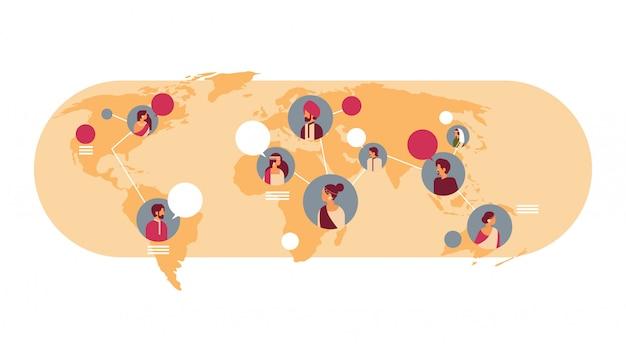 Indische mensen avatar wereldkaart chat bubbels wereldwijde communicatie banner