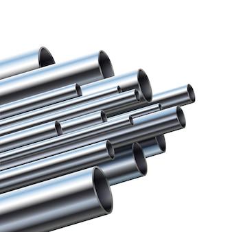 Industriële metalen buizen met verschillende diameters.