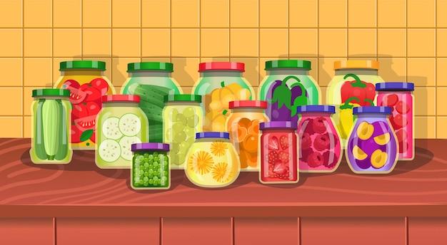 Ingeblikte groenten en fruit op tafel in de keuken glazen potten set. cartoon-vector.