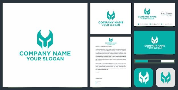 Initiaal y-logo in krijgermaskerconcept met visitekaartje