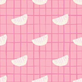 Inschrijving witte plakjes doodle naadloze patroon. zachte roze achtergrond met vinkje. zoete print.