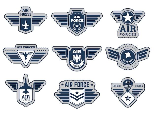 Insignes van de luchtmacht. vintage leger badges militaire symbolen eagle vleugels en wapens vector illustraties set