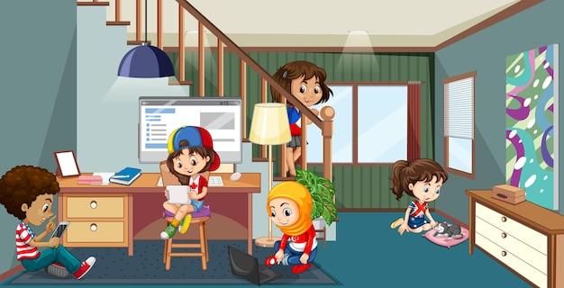 Interieur van woonkamer met kinderen
