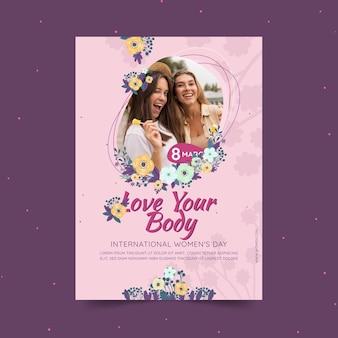 Internationale vrouwendag verticale folder sjabloon met vrouwen en bloemen