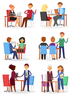 Interview geïnterviewde mensen op zakelijke bijeenkomst en geïnterviewde of interviewer in office illustratie set man of vrouw werknemer tekens op witte achtergrond